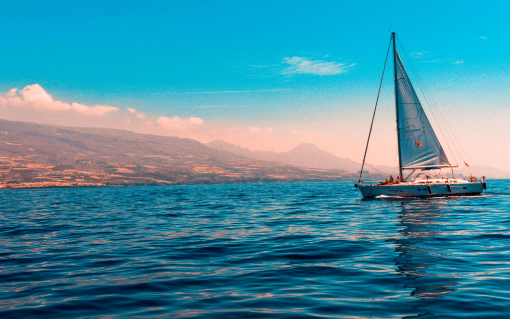 Want a Simple Life? Here's the 3 Best Sailboats to Live ...